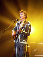 Neil Finn - © Mandy Hall, 2006 (www.wikipedia.org)