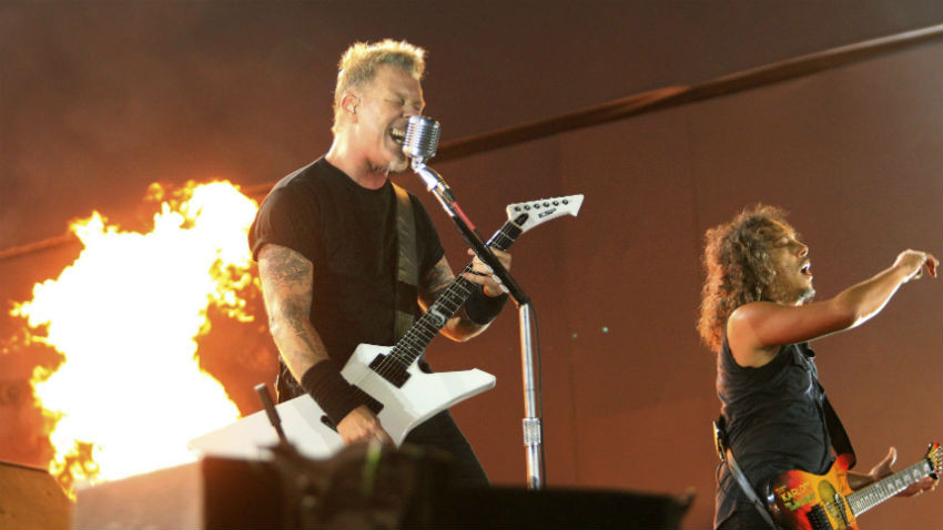 James Hetfield (à gauche) et Kirk Lee Hammett de Metallica - Source : Reuters/Sergio Moraes